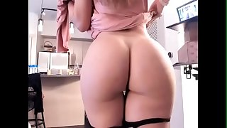 Sexy American Mommy From Pute69.com Demonstrate Her Juicy Fat Ass