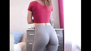 College Babe With Skin-Tight Yoga Pants Displaying Off Bubble Butt In DORM